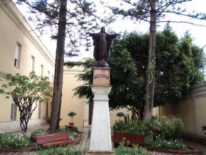 Centro Asistencial, patio de la capilla