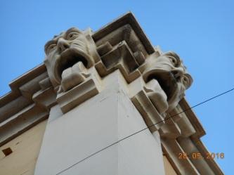 Gárgolas, teatro Perelló