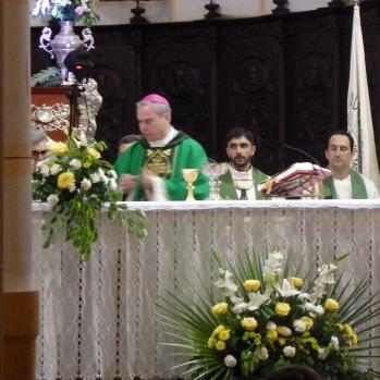 Monseñor Catalá en el Altar