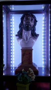 Cristo de Limpias en la urna de culto